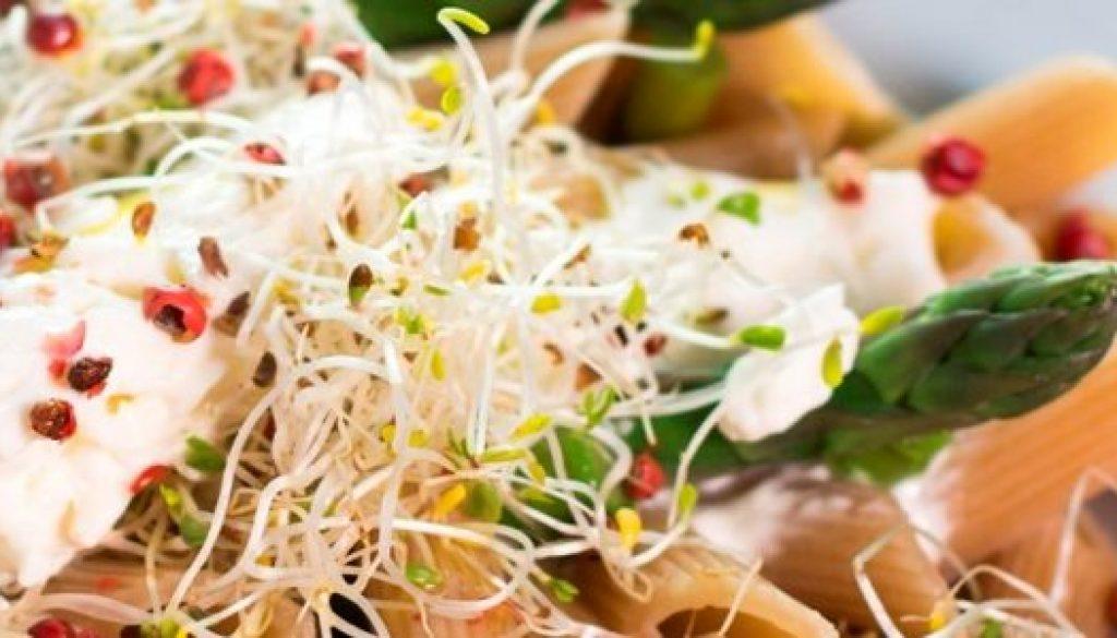 pasta-asparagi-germogli-alfalfa